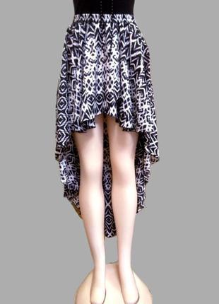 Черно белая летняя юбка на резинке river island с большим шлейфом