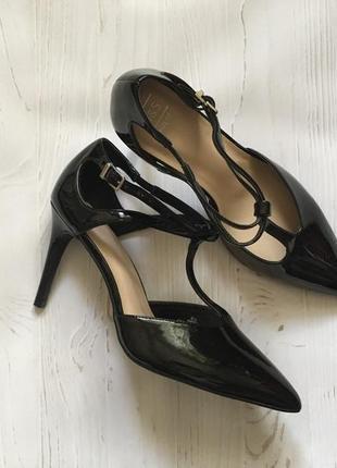 Чёрные лакированные туфли лодочки (40р)