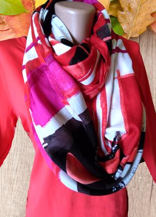 Яркий красивый шарф хомут
