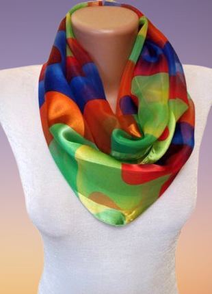 Яркий новый шарф хомут