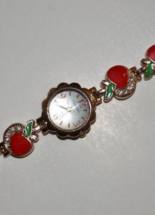 Часы женские наручные красивые яблочки
