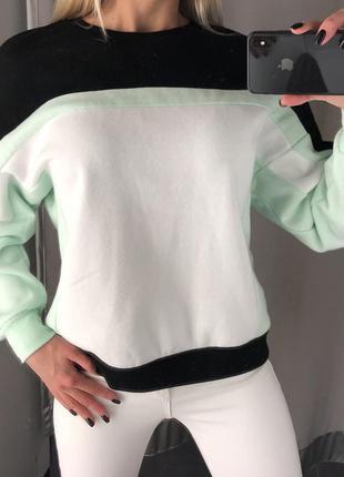 Тёплый свитшот с надпись на спине. amisu. размеры уточняйте.