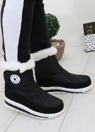 Женские зимние черные короткие ботинки дутики на липучке