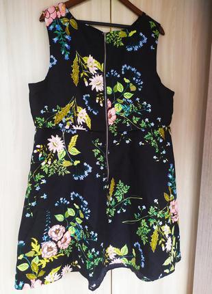 Чёрное цветочное платье