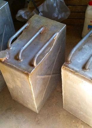 Продам 2 алюминиевые канистры по 50л. и одна на 60л.