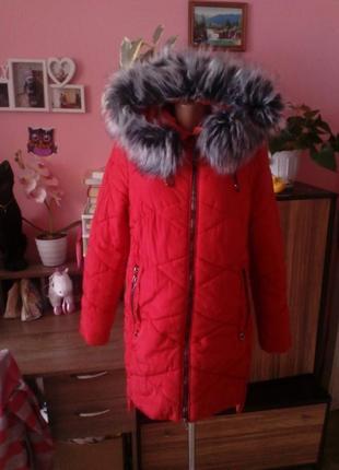 Красная зимняя куртка с меховым капюшоном,размер 48/50