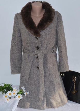 Брендовое коричневое демисезонное шерстяное пальто с меховым в...
