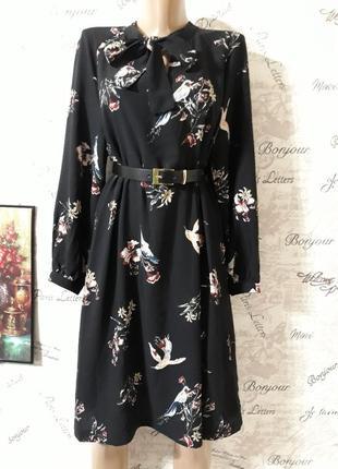 Актуальное платье в цветочный принт