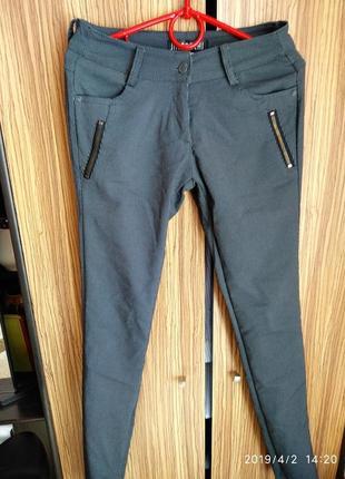 Стрейчевые брюки в вертикальную полоску,размер s/m