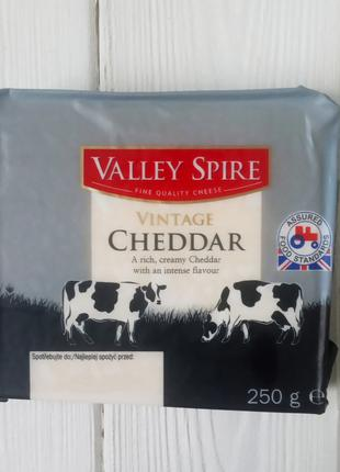 Cыр Valley Spire Vintage Cheddar 250г (Польша)