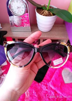 Скидка! солнцезащитные очки цветочный принт италия, gabriela m...
