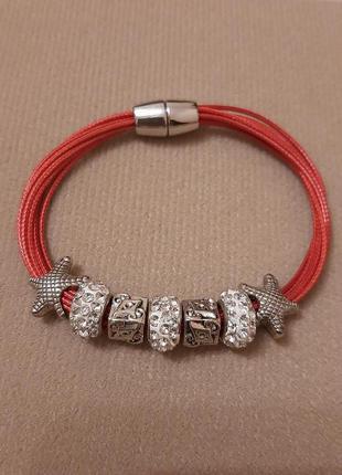 Красный браслет на руку с подвесками польша hand made