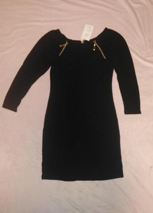 Стильное платье из ангоры со змеечками