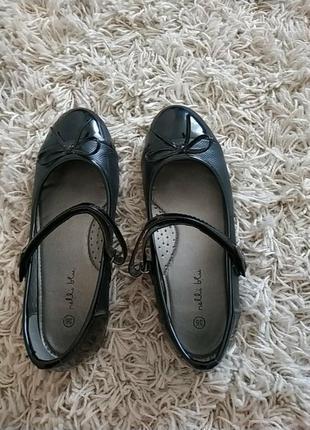 Туфлі до школи.