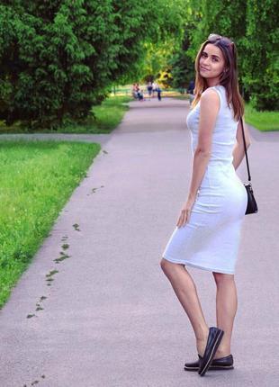 Трикотажное платье миди светло-серое
