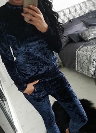 Спортивный костюм из бархата синего цвета