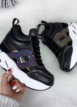 Стильные черные кроссовки деми на платформе