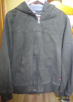 Куртка levis оригинал.