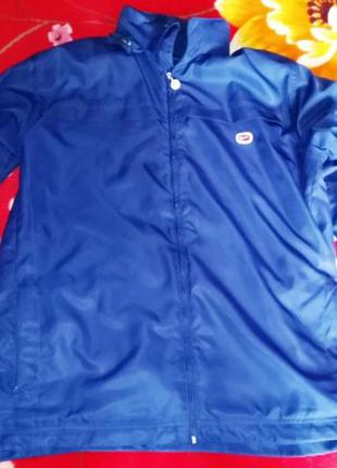 Спортивная куртка-ветровка nike