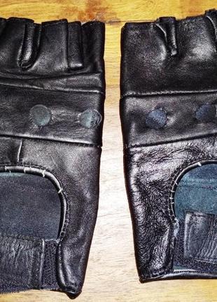 Кожаные перчатки без пальцев