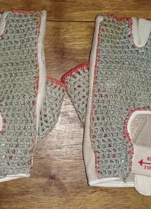 Кожаные спортивные перчатки