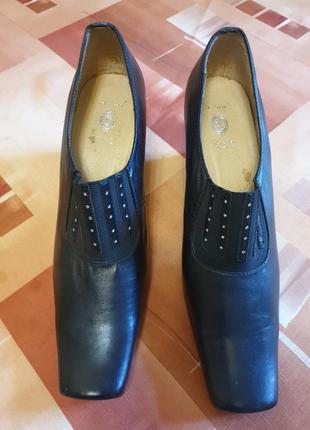 Женские кожаные туфли 37 р.