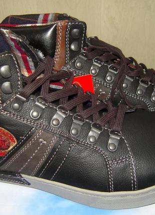 Влагостойкие мужские ботинки cпортивного типа redmont