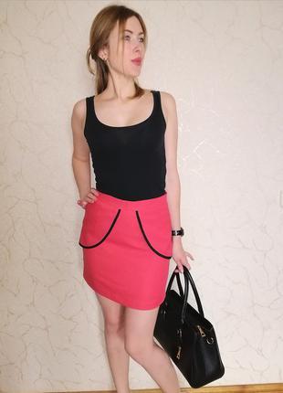 Яркая юбка с баской
