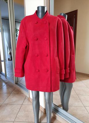 Шерстяное на подкладке с карманами пальто большого размера