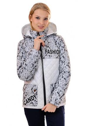 Стильная демисезонная куртка с капюшоном. куртка выполнена из ...