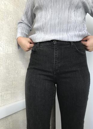 Черные прямые джинсы на высокой посадке nydj