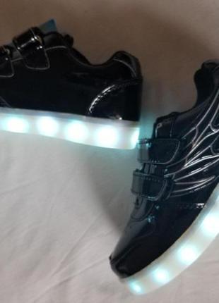 Кроссовки для мальчкив с led подсветкой и кабелем usb