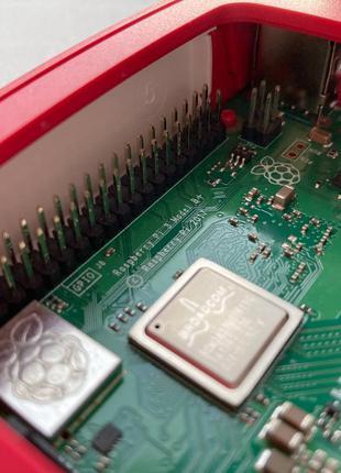 Raspberry Pi 3 Model B+ в оригинальном корпусе + оригинальный БП