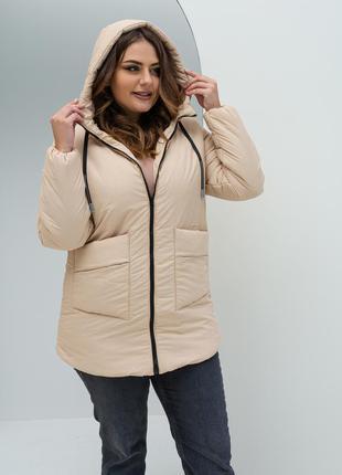 Удлиненная демисезонная куртка бежевого цвета на силиконе