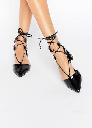 Лаковые туфли балетки с острым носком и завязками асос asos