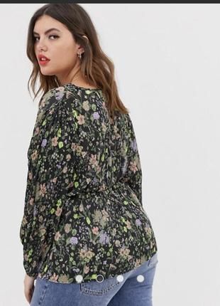 Крутая блуза на запах гофре в принт цветы