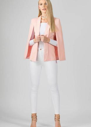 Пудровый пиджак кейп с разрезанными рукавами от missi london