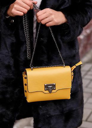 Желтый клатч на цепочке маленькая кросс боди сумка
