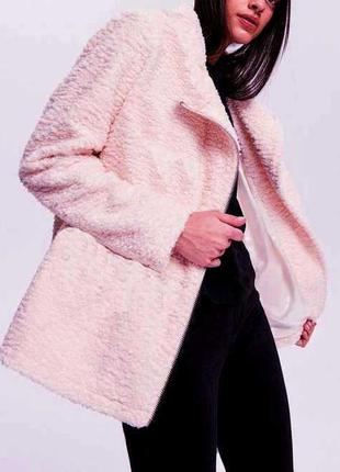Шикарное пальто косуха  пудра, барашек , рукава эко кашемир, в...