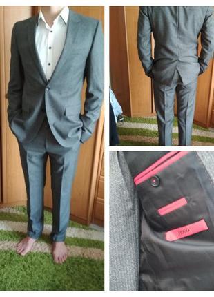 Шикарный мужской костюм , оригинал hugo boss, 100 шерсть,