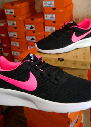 Кроссовки nike tanjun black pink черный розовый лого