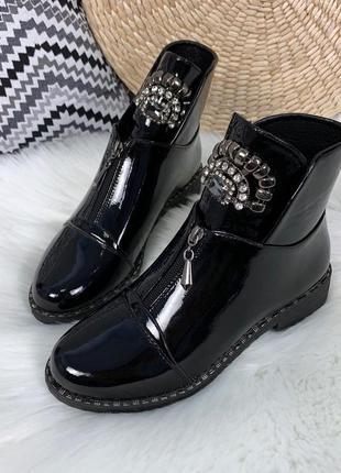 Шикарные лаковые ботинки на низком каблуке,чёрные лакированные...