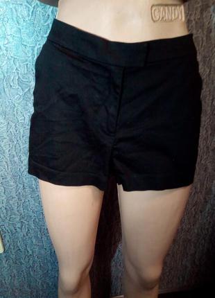 Женские, черные шорты.