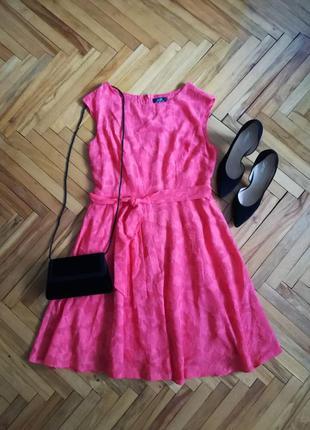 Красивое платье в набивные цветы