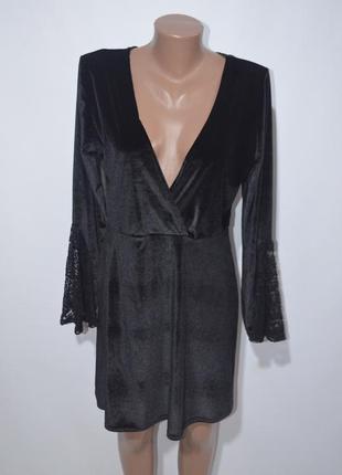 Платье бархатное с глубоким вирезом