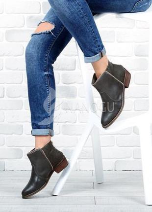 Ботинки казаки женские на широком устойчивом каблуке с молнией...