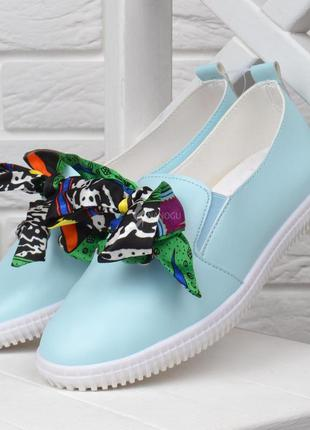 Мокасины женские слипоны голубые с цветным бантом satin