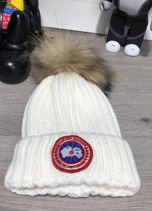 Зимняя вязаная шапка белая