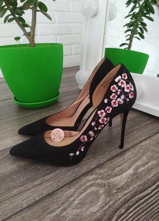 Шикарные туфли лодочки с вышивкой