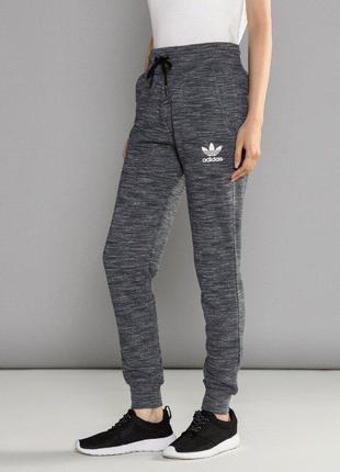 Женские спортивные штаны с манжетой adidas